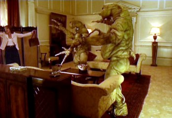 "Harriet Jones se rinde a los Slitheen para salvar a Rose en ""World War Three"" (La Tercera Guerra Mundial)"