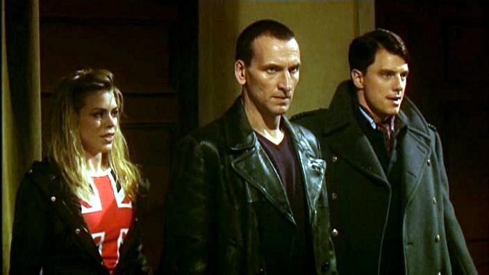Rose, el Doctor y Jack siendo rodeados por los infectados del niño vacío