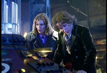 Grace y el Octavo Doctor en una escena de Doctor Who. La Película