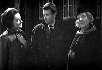 """Ian y Barbara encuentran al Doctor por primera vez en """"An Unearthly Child"""""""