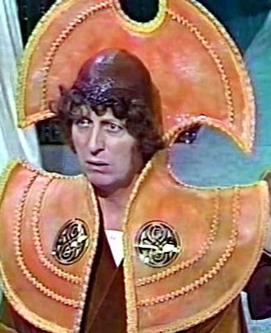 Doctor Who: El Cuarto Doctor vestido como un Señor del Tiempo