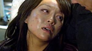 Toshiko muere en los brazos de Jack