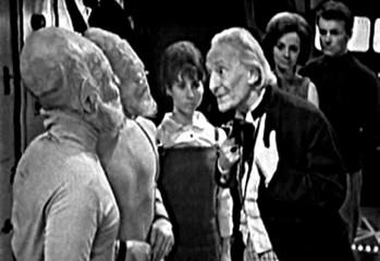 Los Sensoritas hablan por primera vez con el Doctor, que le dicen que en la Esfera Sensible hay un lugar donde podrán vivir pero no salir de allí en Unwilling Warriors