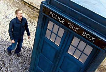 Elton descubre la TARDIS