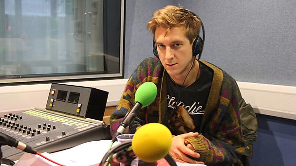 Arthur Darvill gravando el clip de Doctor Who: P.S.