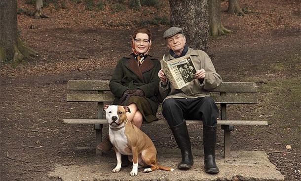 David Bradley como William Hartnell y Emma Manville como su mujer Heather