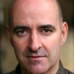 Nicholas Briggs interpretará a Peter Hawkins